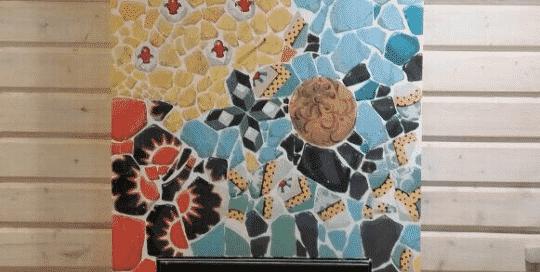 облицовка каминной топки мозаикой узор бабочка цветы