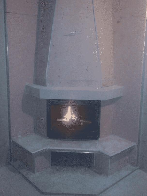 установка каминной топки в углу комнаты